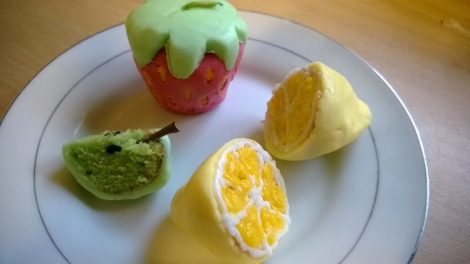 Cake pops decorated as fruit