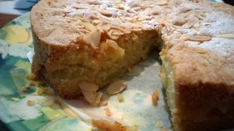 Apple cake cut
